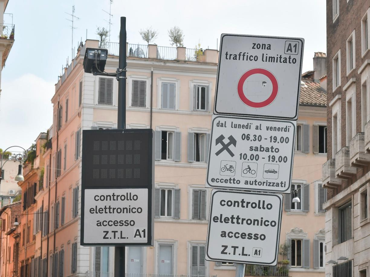 A ZTL sign explained by Italy on Motorbike